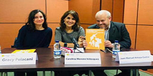 Lanzamiento del Centro de Estudios en Migración (CEM) de la Facultad de Derecho de la Universidad de los Andes. Salen los integrantes del CEM: los profesores Gracy Pelacani, Carolina Moreno y Juan Manuel Amaya.